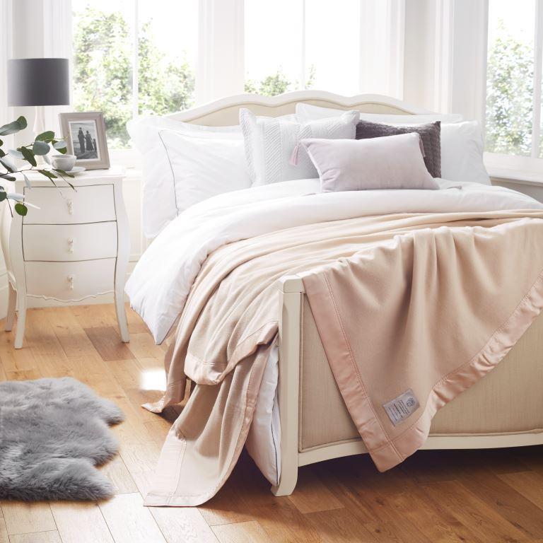 100% Cashmere blanket on bed